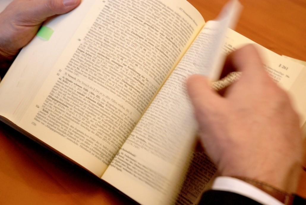 Rechtsanwalt und Fachanwalt in Berlin, Gesetzbuch